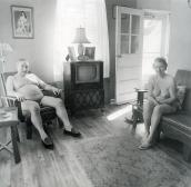 Diane Arbus, A casa di una coppia di nudisti, s.d