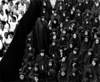 Shirin Neshat, woman leaving, 2000.
