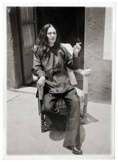Frida Kahlo dopo un'operazione, fotografata dal cugino Antonio Kahlo, nel 1946