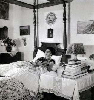 frida-kahlo-interior-bedroom